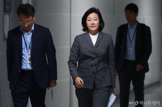 [사진]산자중기위 당정 참석하는 박영선 장관