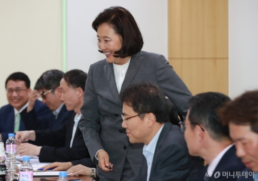 [사진]산자중기위 당정 참석한 박영선 장관
