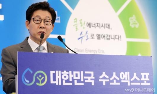 [사진]축사하는 조명래 환경부장관