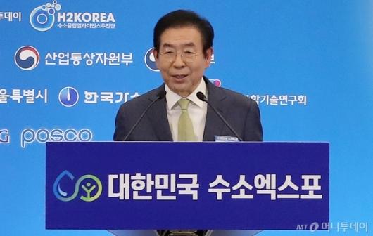 [사진]박원순 시장 '수소엑스포 개최 축하합니다'