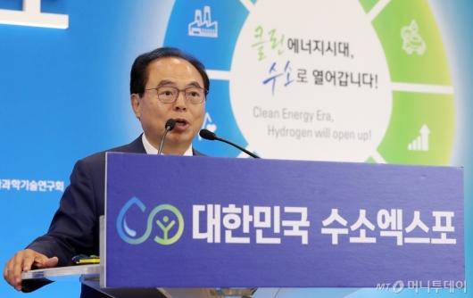 [사진]발표하는 오거돈 부산광역시장
