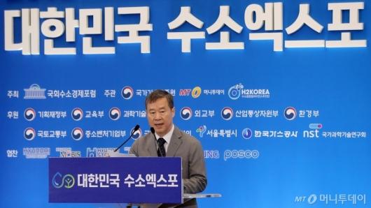 [사진]수소엑스포서 환영사하는 홍선근 회장