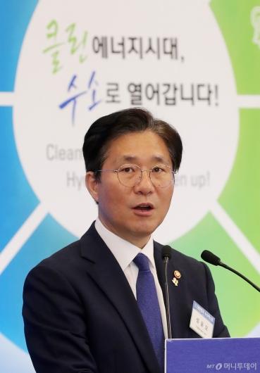 [사진]'수소엑스포' 기조연설하는 성윤모 장관