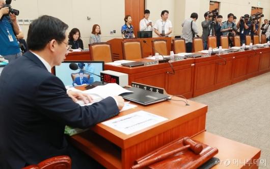 [사진]기재위 전체회의 개최...자유한국당 불참