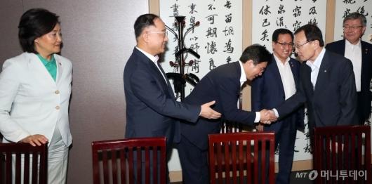 [사진]경제관계부처 장관 만난 이해찬 민주당 대표