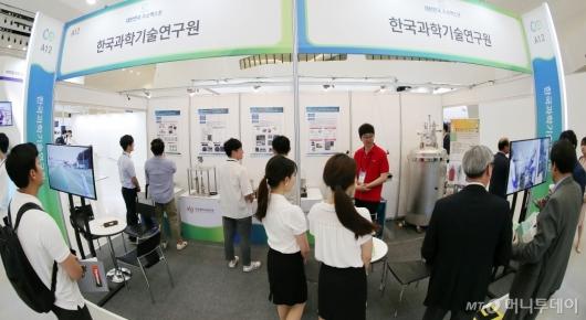 [사진]'수소엑스포' 찾은 관람객들