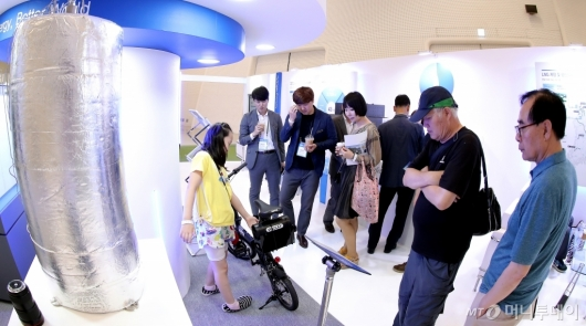[사진]'수소엑스포' 한국가스공사 찾은 관람객들