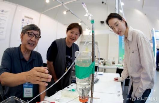 [사진]'미니 수소 로켓 실험'