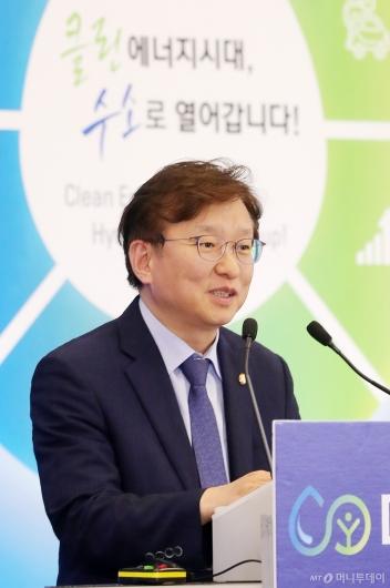 [사진]'수소엑스포' 찾은 권칠승 의원