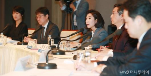 [사진]관훈토론회 참석한 나경원 자유한국당 원내대표