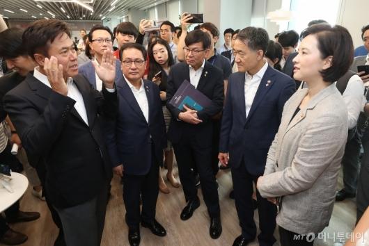 [사진]스마트오피스 설명하는 박정호 사장