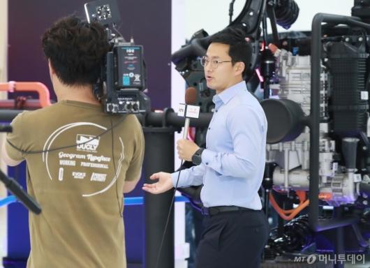 [사진]2019 수소엑스포 취재하는 중국 CCTV