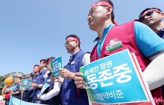 [사진]'문재인 정권 노동존중 하라'