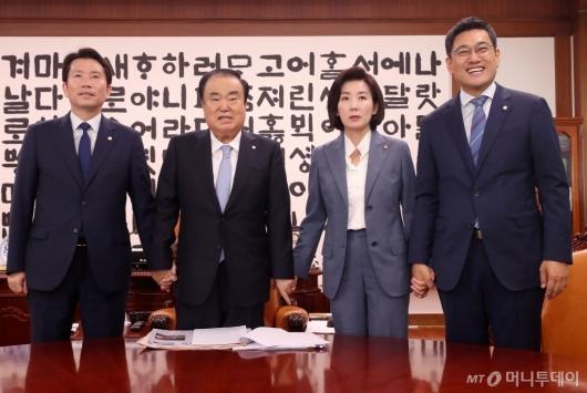 [사진]국회의장과 손잡은 여야3당