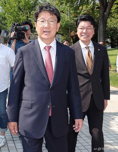 [사진]법원 나서는 권성동-장제원