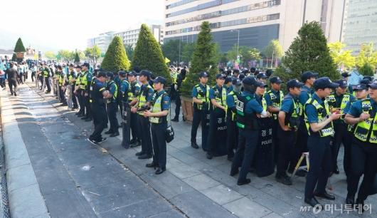 [사진]경찰 배치된 광화문광장