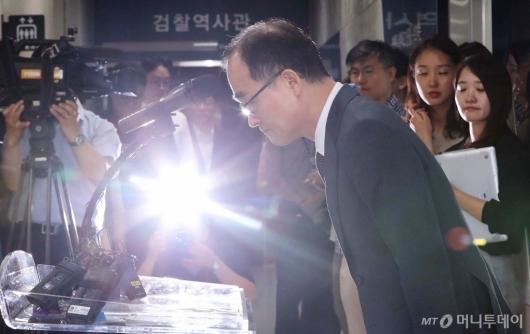 [사진]문무일 검찰총장 '과거사 사과'