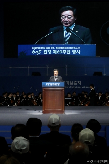 [사진]6.25 기념식 연설하는 이낙연 총리