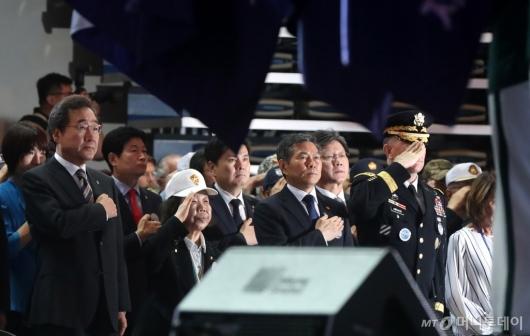 [사진]6.25 전쟁 기념식 국민의례