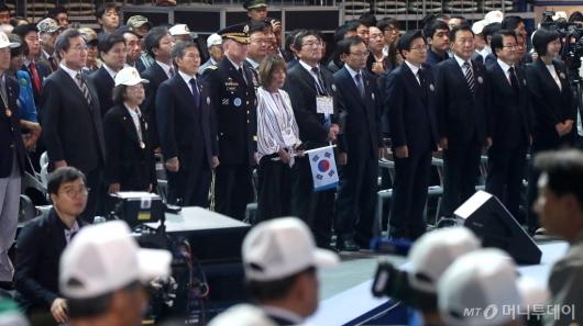[사진]6.25 전쟁 69주년 기념식 참석한 국무총리와 여야5당대표