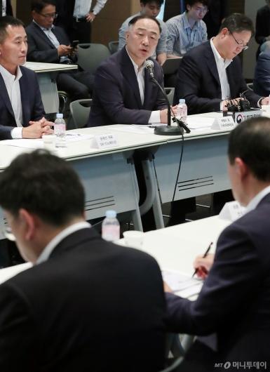 [사진]자동차 업계 만난 홍남기 부총리