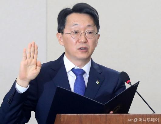 [사진]선서하는 김현준 국세청장 후보자