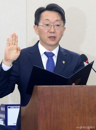 [사진]인사청문회 선서하는 김현준 후보자