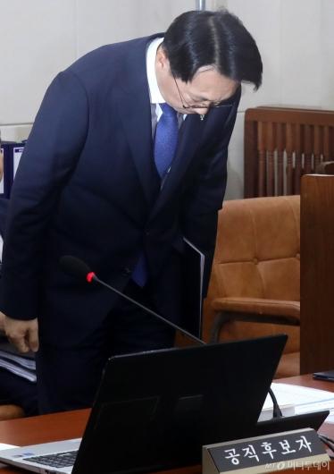 [사진]인사하는 김현준 후보자