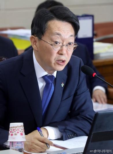 [사진]답변하는 김현준 국세청장 후보자