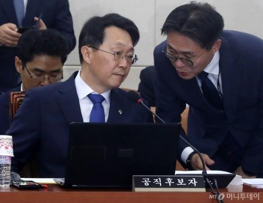 [사진]청문회 준비하는 김현준 후보자