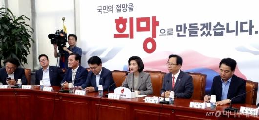 [사진]자유한국당 원내대표-중진의원 연석회의