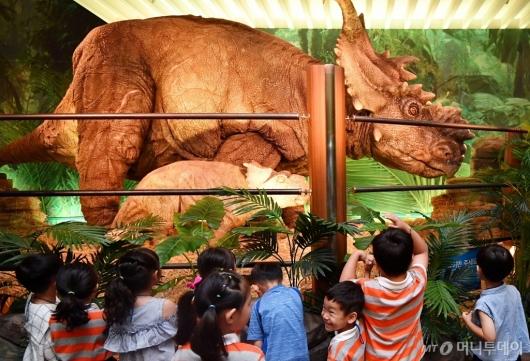 [사진]'공룡이 나타났다'