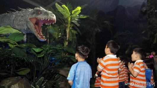 [사진]'공룡이 눈 앞에!'