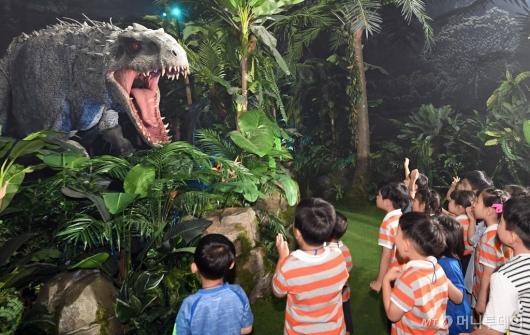 [사진]'공룡이 나타났다!'