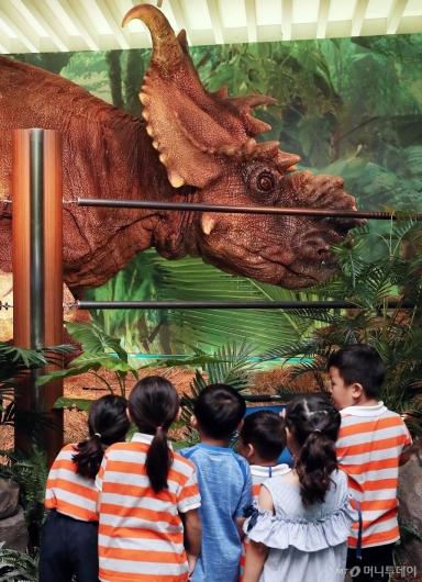 [사진]'눈 앞에 나타난 공룡!'