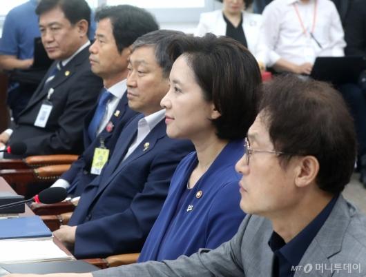 [사진]교육위 전체회의 참석한 교육부장관과 교육감들