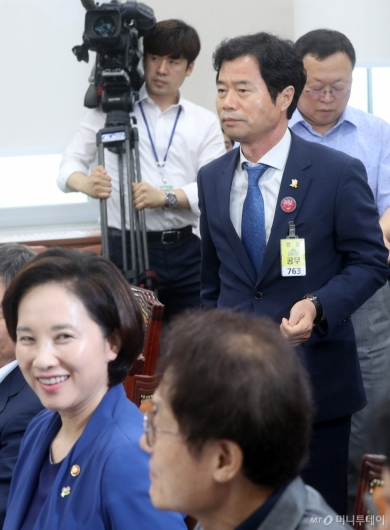 [사진]교육위 전체회의, 자유한국당 불참으로 정회