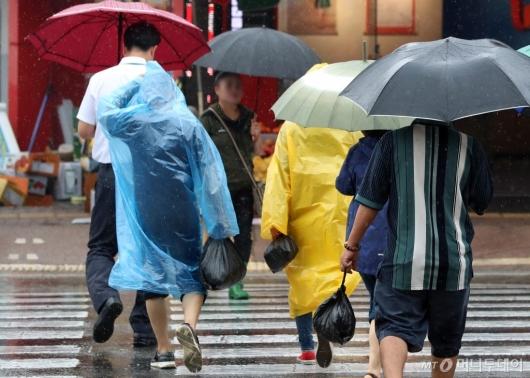 [사진]우비 입은 시민들