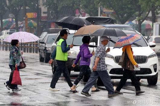[사진]발걸음 재촉하는 시민들