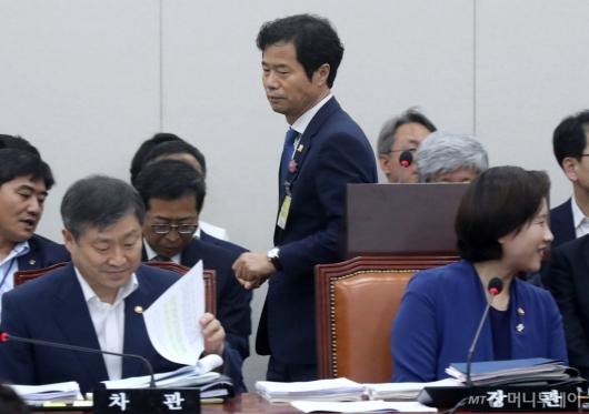 [사진]전북교육감, 교육위 전체회의 참석