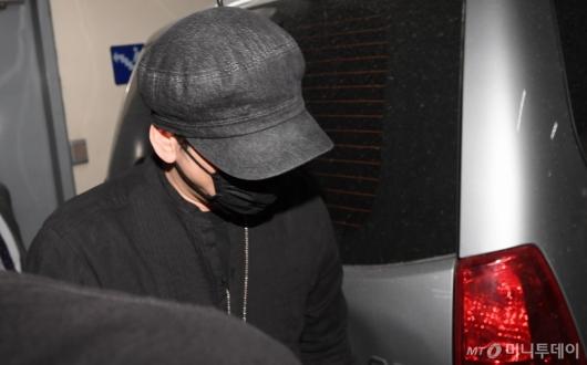 [사진]조사 마친 뒤 경찰서 나서는 양현석