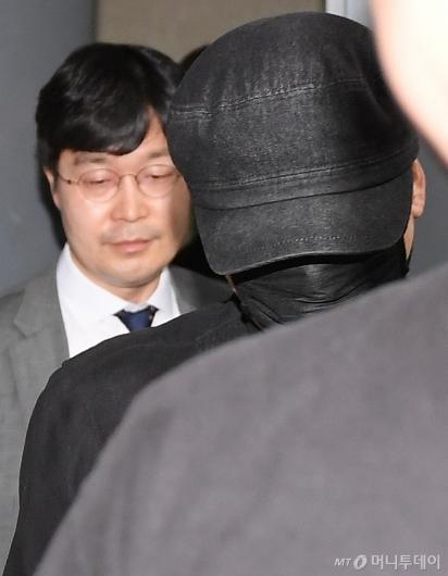 [사진]변호인과 나서는 양현석 전 YG 대표