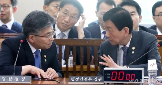 [사진]의견 나누는 진영-민갑룡