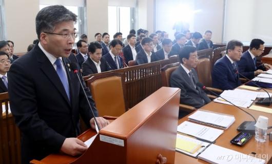[사진]행안위 현안보고하는 민갑룡