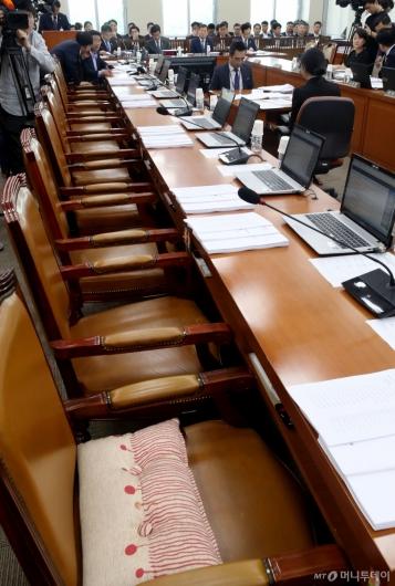 [사진]자유한국당 불참 속 행안위