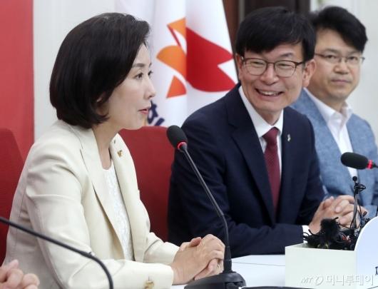 [사진]나경원, 김상조 정책실장과 면담