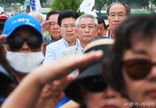[사진]우리공화당 농성천막 찾은 홍문종 공동대표