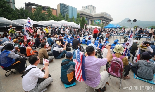 [사진]우리공화당, 행정대집행 앞두고 총동원령