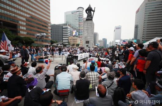 [사진]광화문광장에 모인 우리공화당원들