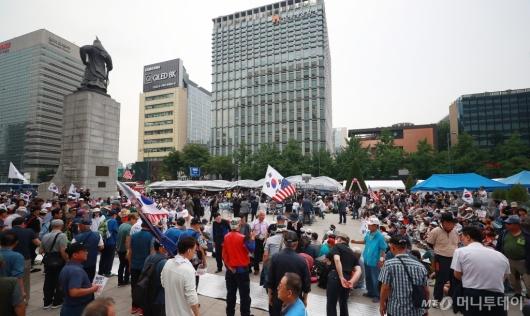 [사진]광화문광장 집결한 우리공화당원들